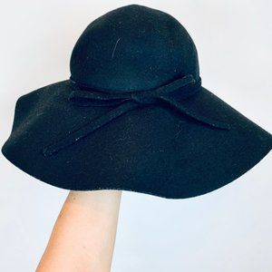 *FREE w/Bundle* black floppy hat